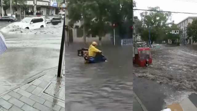 甘肃暴雨城区看海,外卖哥水中推车