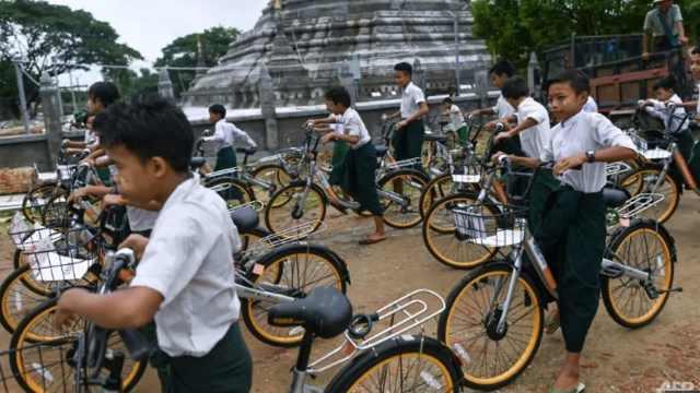 赠缅甸贫困学童,废弃共享单车重生