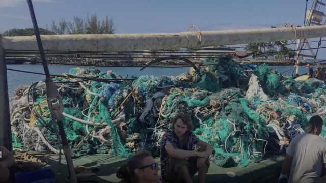 痛心!太平洋里打捞出40吨塑料垃圾