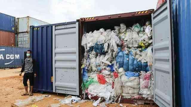 不做垃圾场!印尼退49箱垃圾回欧美