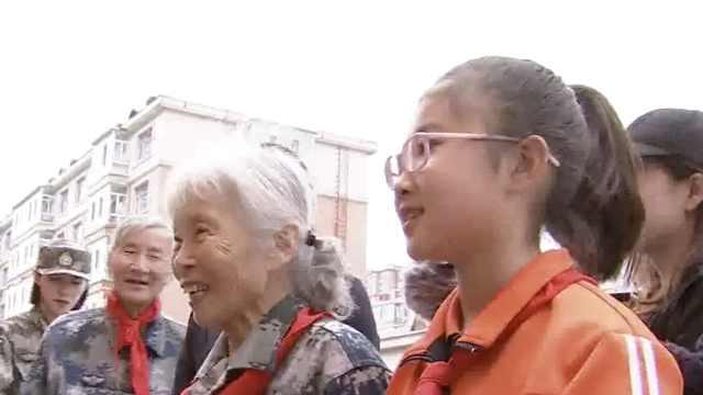 中国首位女空降兵,捐千万积蓄助学