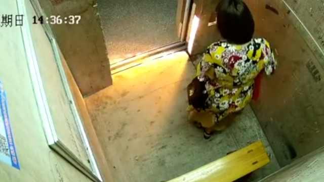 男孩电梯尿尿,致电梯短路火花四溅