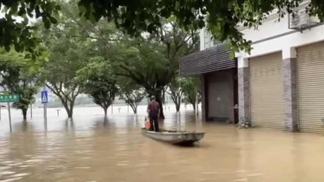洪水中老人义务
