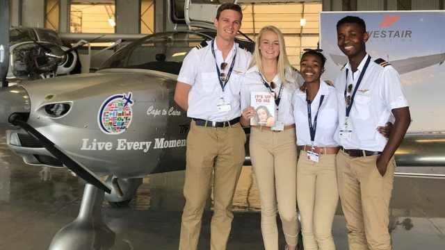 南非青少年自制飞机穿越非洲大陆