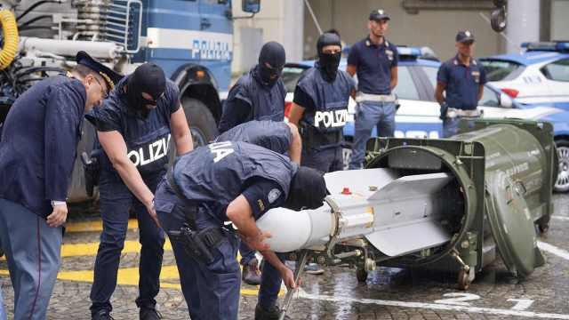 意警方突袭极端球迷组织,发现导弹