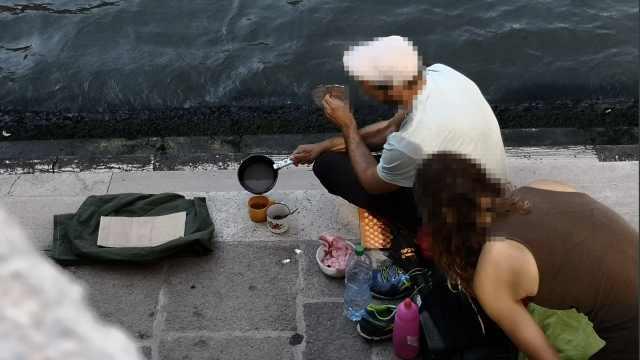 游客在威尼斯桥下煮咖啡被驱逐出城
