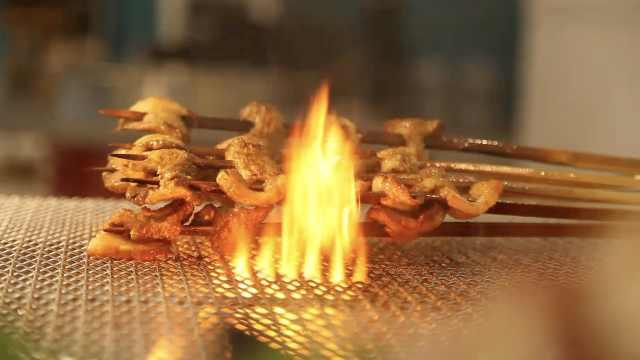 一米长的大竹签烤肉:北方人够豪爽
