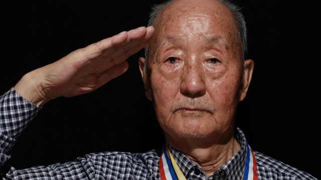 92岁老兵忆抗美援朝落泪:死里逃生