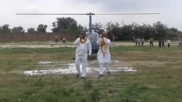 印教师退休,家人租直升机接其回家