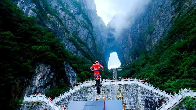 他56秒把摩托骑上999级天梯!