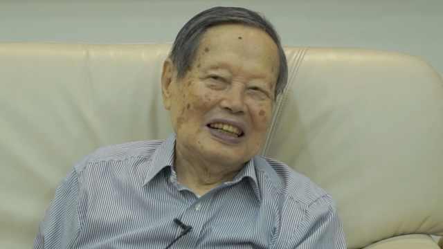 97岁杨振宁谈长寿秘诀:基因最重要