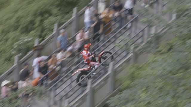56秒!他骑摩托成功攀爬999级天梯