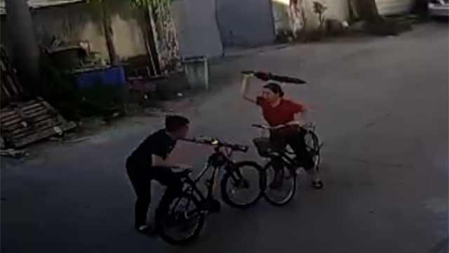 骑车碰撞后互殴,当事双方积怨数年