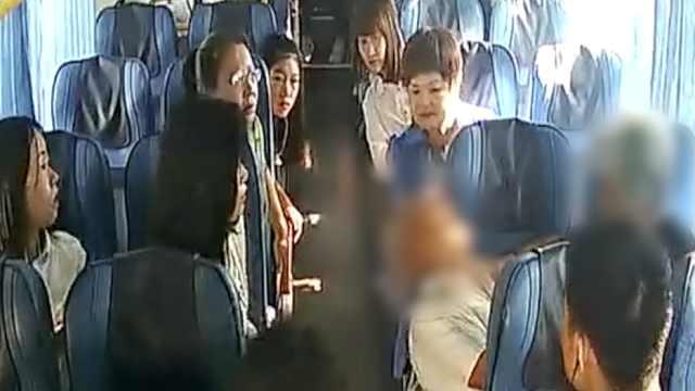 7旬老人抽搐晕倒,公交车直奔医院
