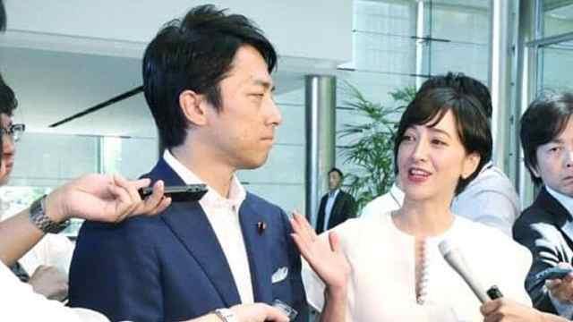 日本政坛小王子小泉进次郎宣布闪婚