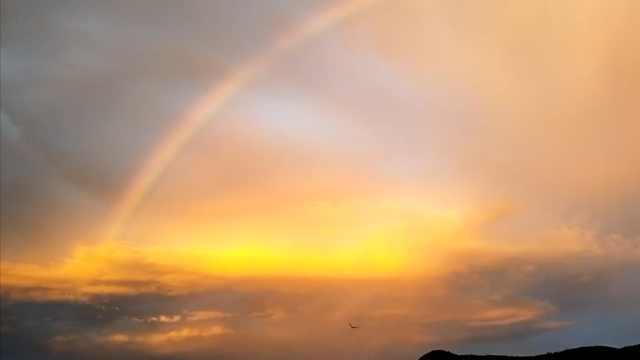 台风登陆前,福州晚霞伴彩虹刷屏