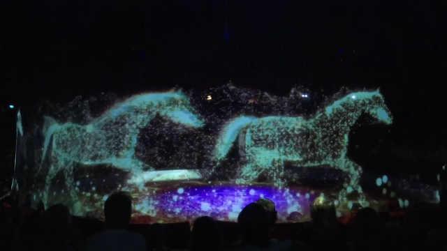 太硬核!全球首个3D全息投影马戏团