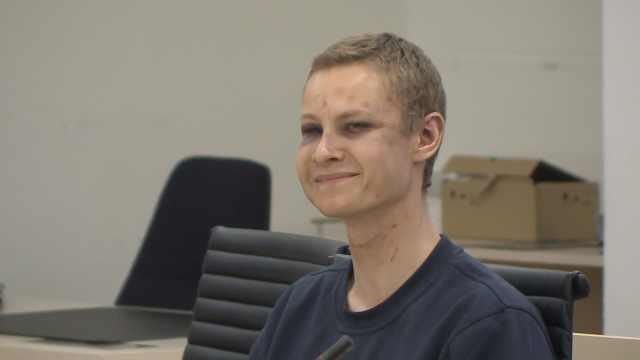 挪威枪击案嫌犯笑着出庭,双眼淤青