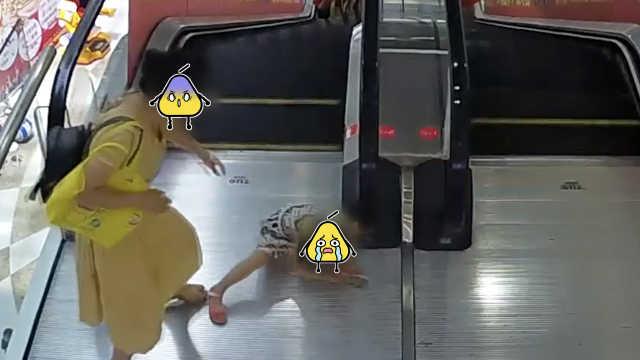 女童手扶电梯却被卷入,皮肤被撕裂