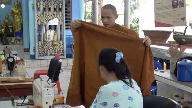 有想法!泰国寺庙回收塑料瓶做僧袍