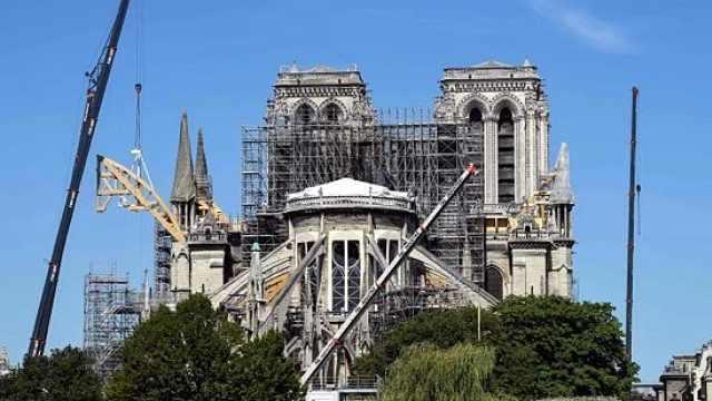 直播:争议重重!巴黎圣母院开启重建