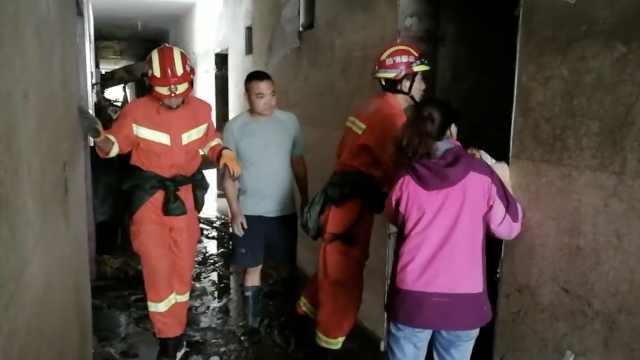 汶川泥石流,消防挨家搜失联被困者