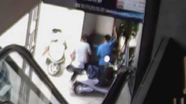 8人为求刺激玩飙车,组团盗窃摩托