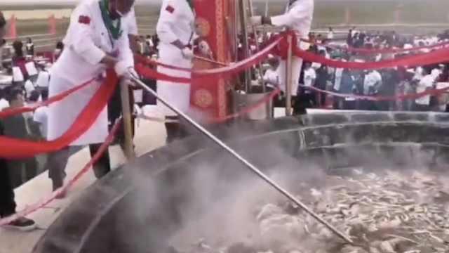 中国最大锅手扒肉!40只羊同煮一锅