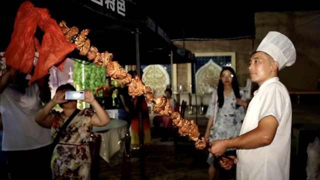 新疆1.5米的超大羊肉串,每串6斤肉