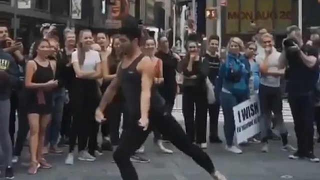 小王子乔治热爱芭蕾舞!