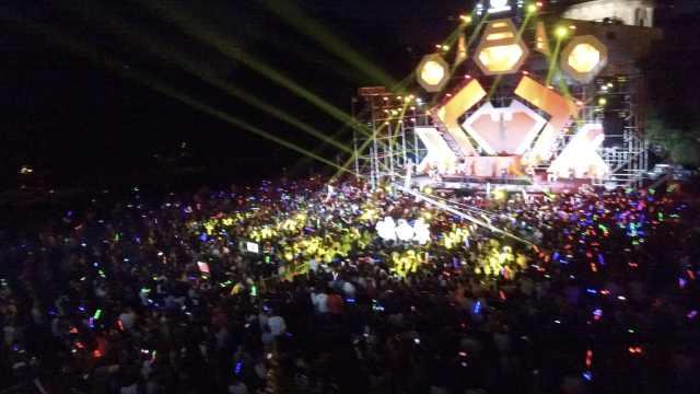 大学校庆狂欢,两千学生操场