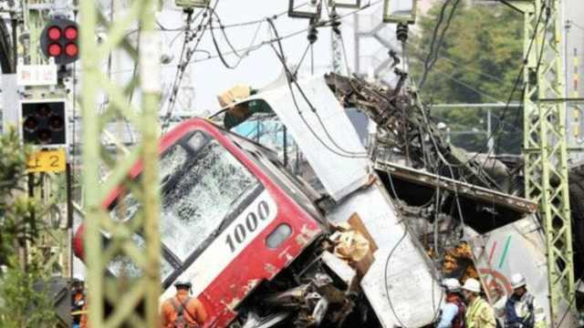 直播:日本一特急列车与卡车碰撞
