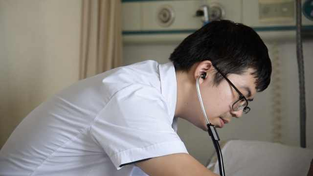 病人盼输血救命,医生撸袖子献400ml