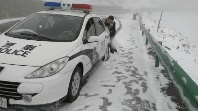 新疆伊犁9月降雪,积雪厚度达10厘米
