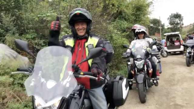 60位摩托骑手奔行百里,帮独居盲人