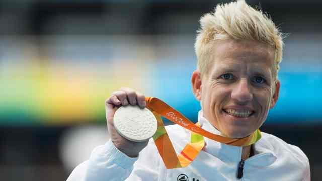 残奥冠军将接受安乐死,想圆赛车梦