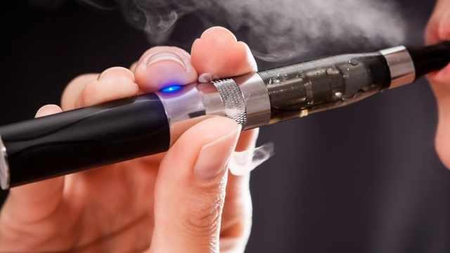 与电子烟相关的肺部疾病