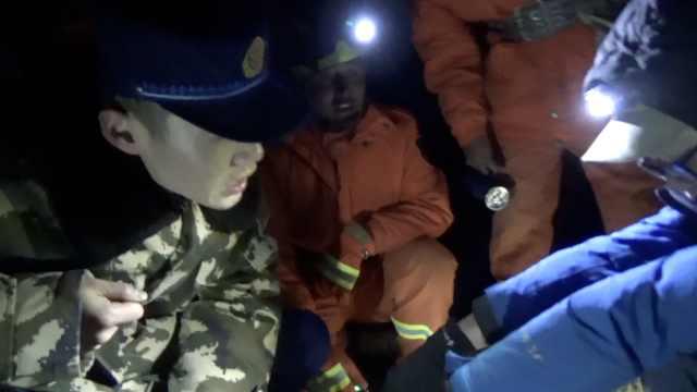 驴友被困西藏高山,消防员9小时营救
