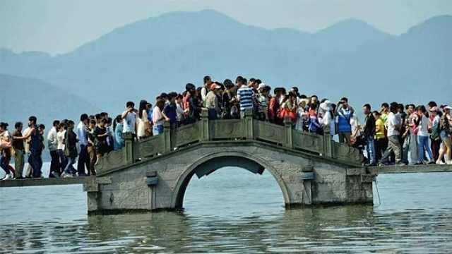 直播:60万人断桥会,杭州西湖国庆游