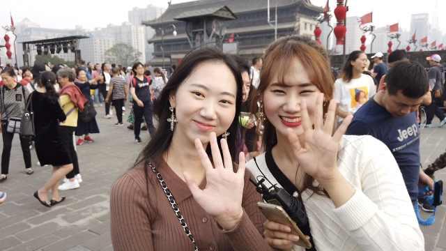 韩国留学生带妹游西安:最爱肉夹馍