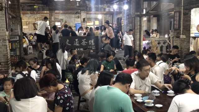 重庆网红交通茶馆,半天300游客打卡