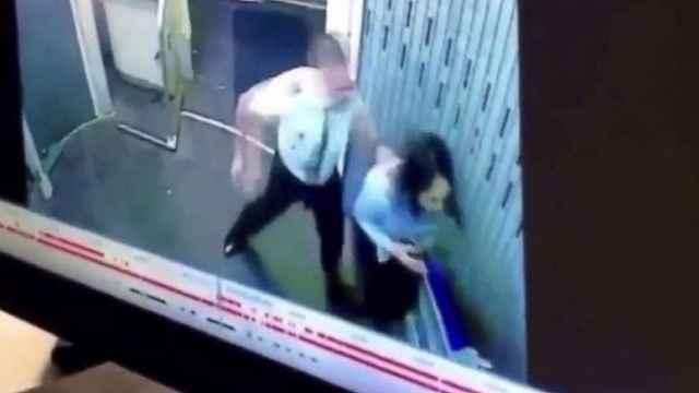 飞行员与前女友同事打架,航班推迟