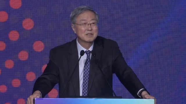 """周小川:金融机构要谨防""""走偏"""""""