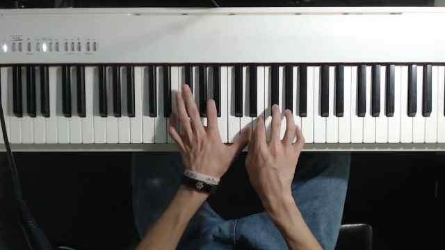 钢琴教学:经典歌曲《六月的雨》