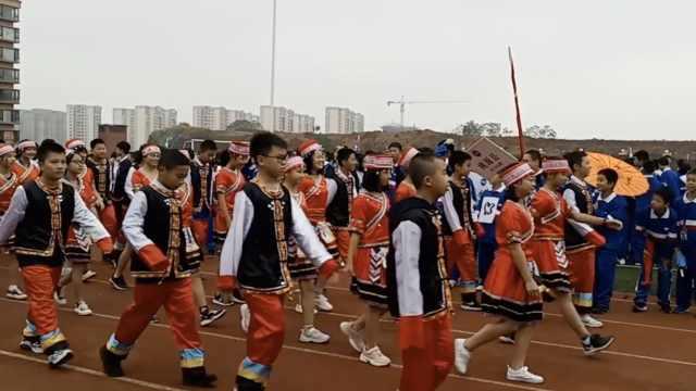 中学运动会开幕,服饰尽显地方特色