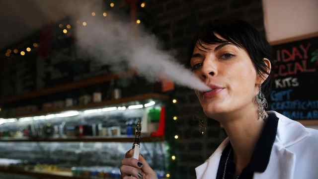研究:电子烟二手烟对人体危害更大