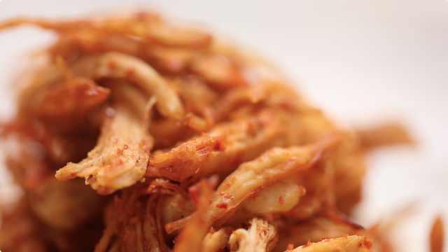 简单又好吃的麻辣鸡丝,在家也能做