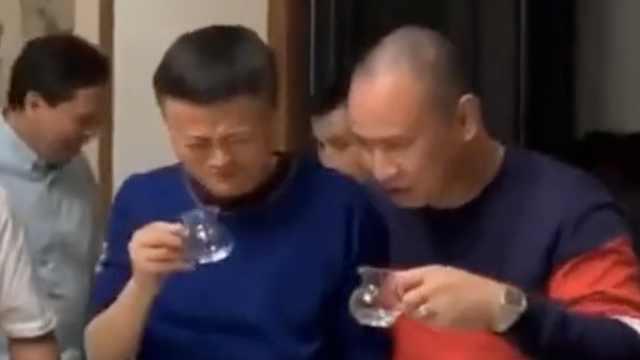 马云的酒量有多大?拎壶一口干