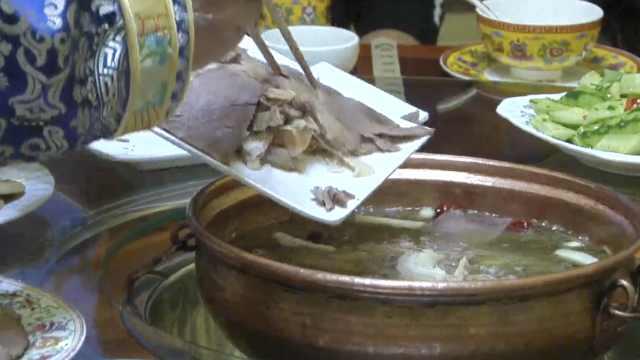 馋哭!高原牦牛肉煮酸菜,营养又健康