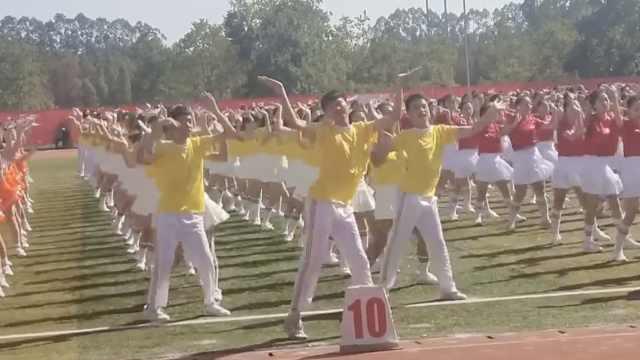 男生运动会C位领舞,妖娆舞姿走红